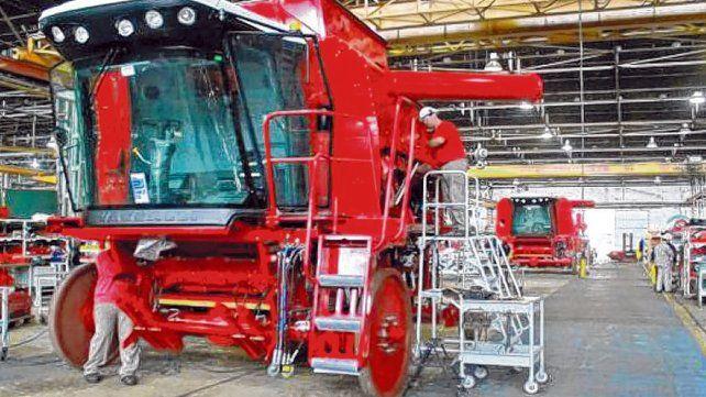 La caída en las ventas de cosechadoras evidencia las dificultades que enfrentan los productores argentinos para comprar maquinaria de mayor valor.