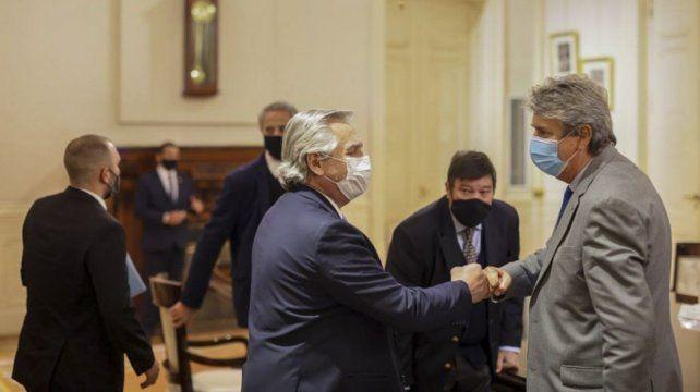 El Presidente Alberto Fernández saluda a José Martins
