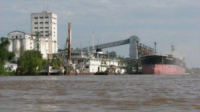 La estatización por un año del dragado y balizamiento de la hidrovía generó malestar en el sector agroexportador.