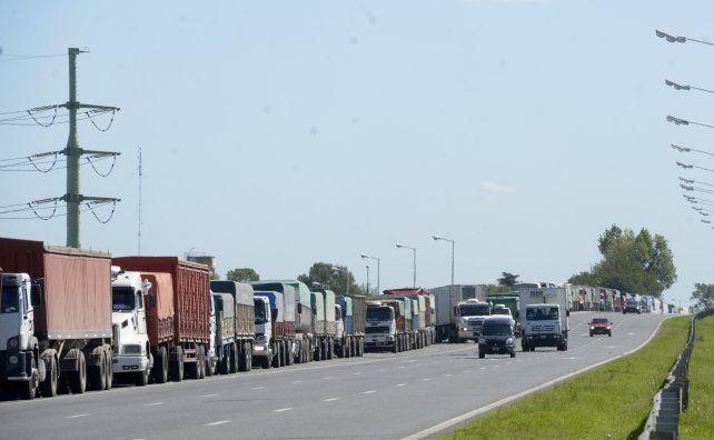 En la última semana ingresaron casi 21 mil camiones a las terminales del Gran Rosario.