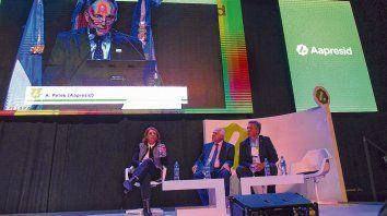 Aniversario. El presidente de Aapresid, Alejandro Petek, habló en la inauguración del congreso de Aapresid. Lo miran la intendenta Fein, el gobernador Lifschitz y el secretario Etchevehere.