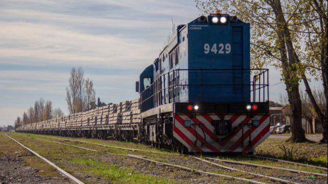 Trenes: probarán durmientes sintéticos mientras siguen las denuncias por uso de quebrachos